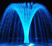 vodoskok_osvetljen_podvodnim_reflektorom